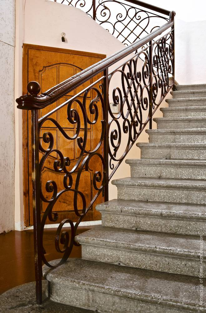 Entrance flight of stairs