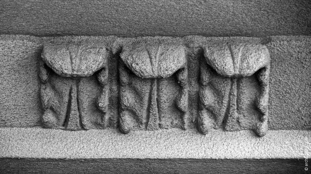 Dekoratives Ornament am Pilasterfuß