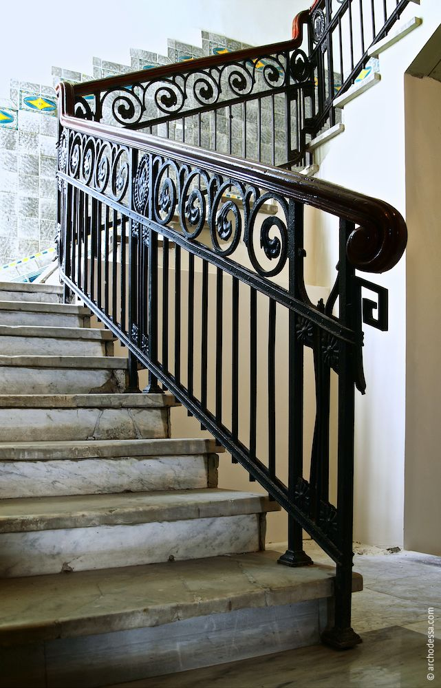 Treppenlauf im Erdgeschoss