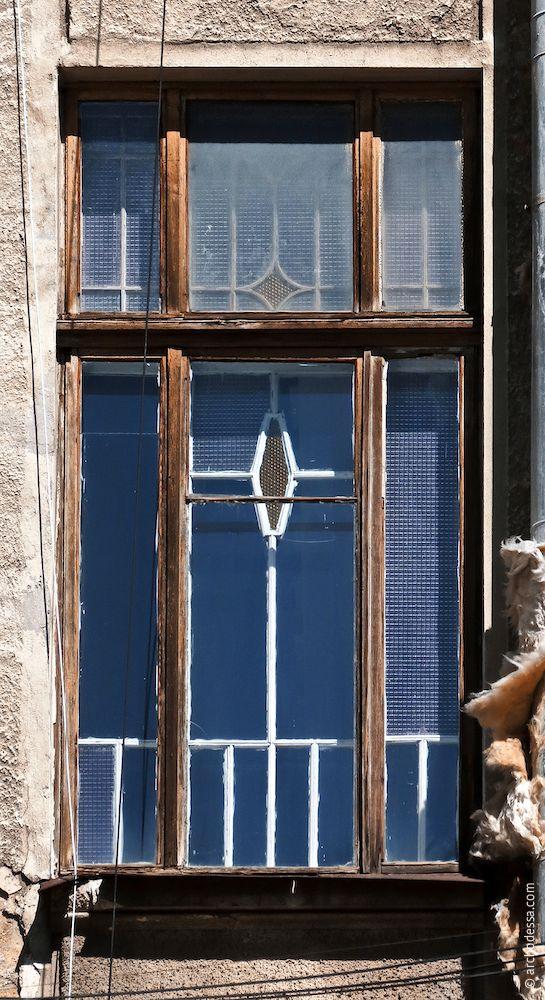 Treppenhausfenster im Mittelrisalit, Sabanski-Gasse