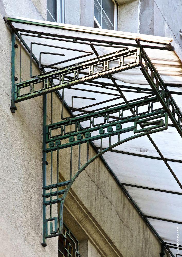 Balkon im 4. Stock, Schutzträger