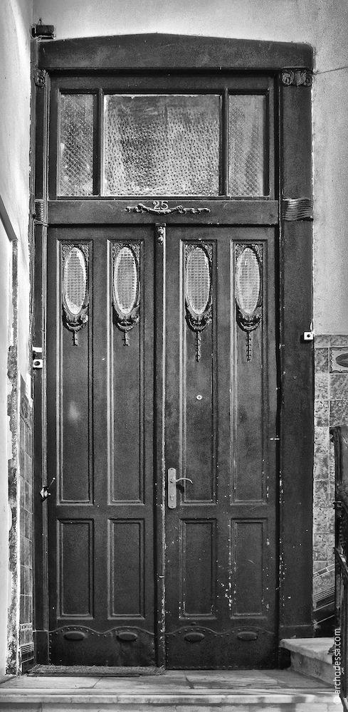 Tür in der Standardbreite, womit beide Treppenhäuser der Sabanski-Gasse ausgestattet sind