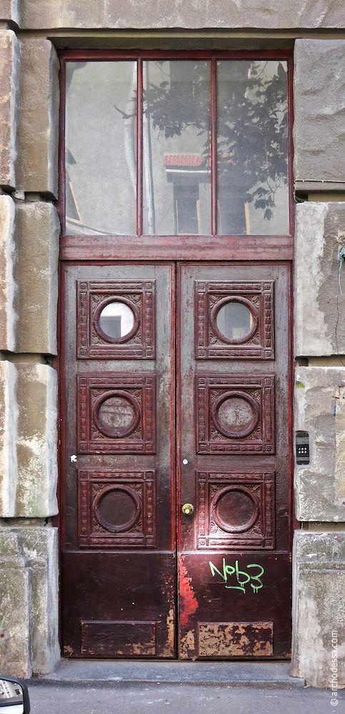 Eingangstür, Gesamtansicht (vermutlich die letzte im Original erhalten gebliebene Eingangstür des Hauses)
