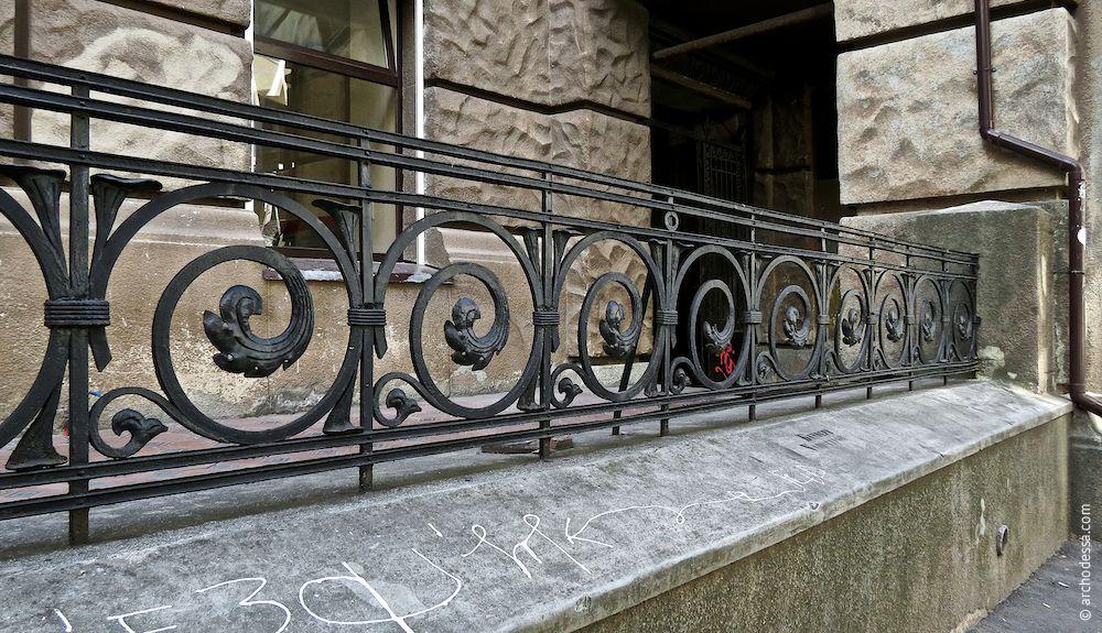Schmiedeeisernes Geländer, ein Ausschnitt