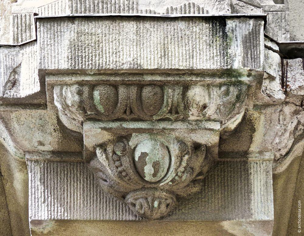 Pilasterfuß, ein Ausschnitt
