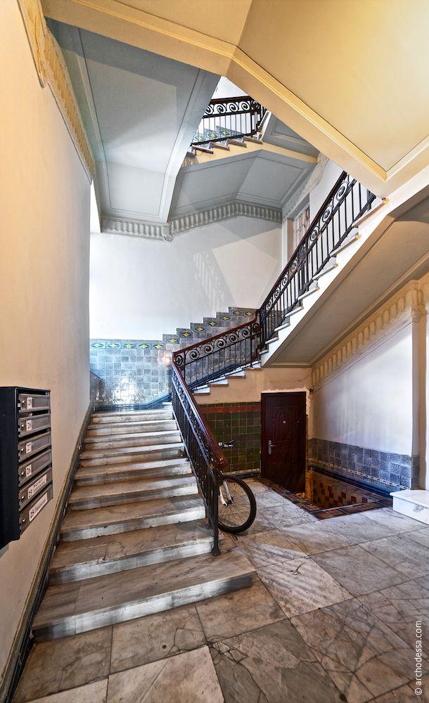 Treppenabsatz und Treppenlauf