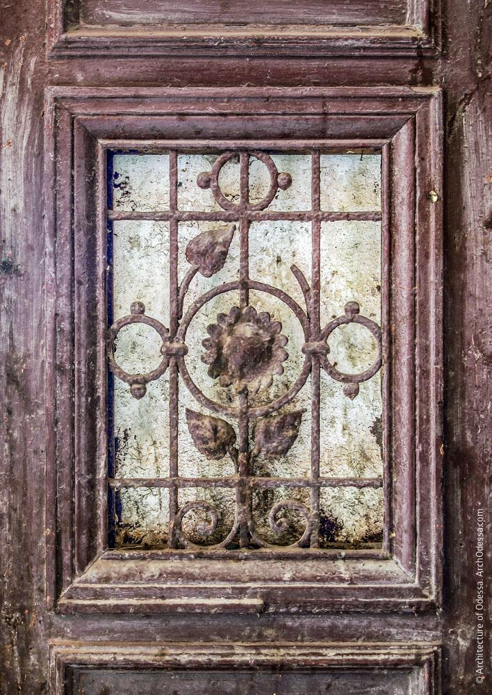 Решетка в дверной створке