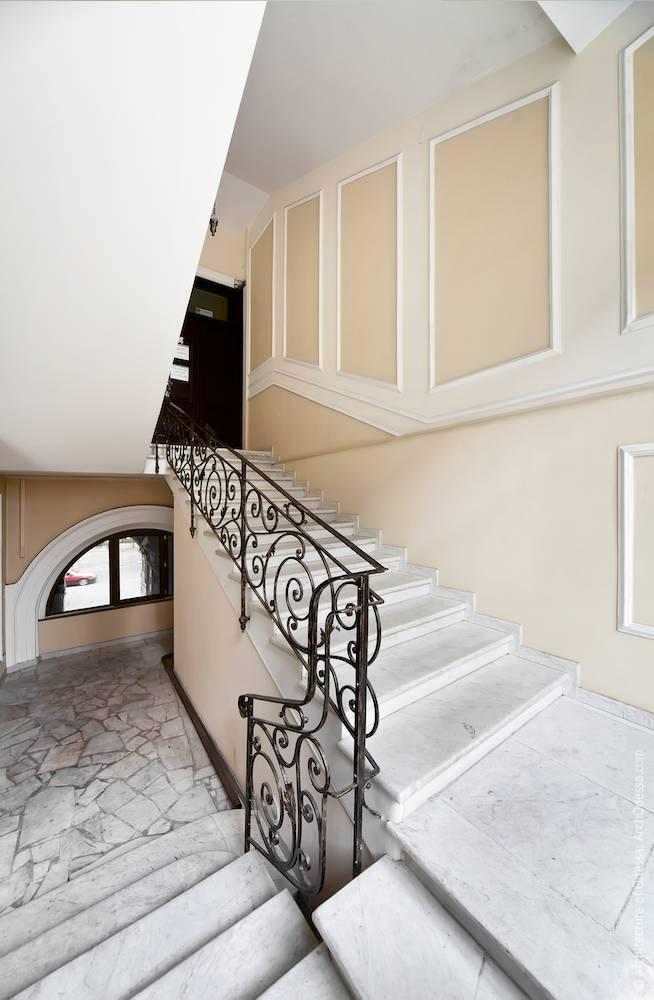Общий вид с площадки между первым и вторым этажами