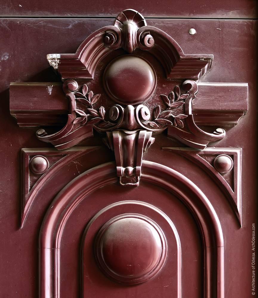Деталь двери подъезда