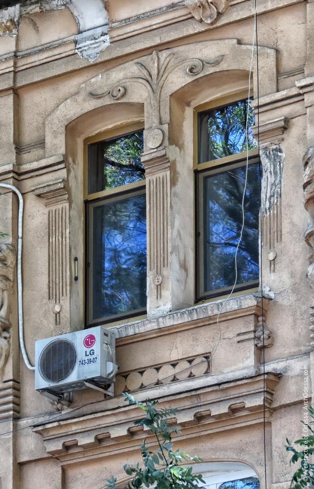 Окна в центральном ризалите
