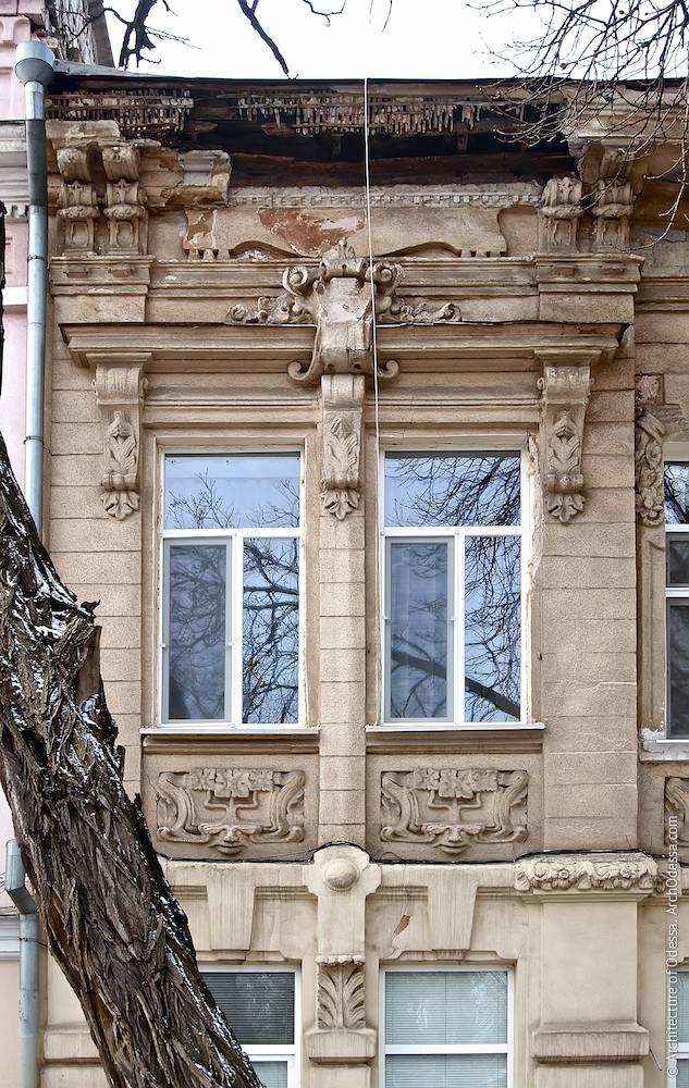 Отделка второго этажа, спаренные окна с единым сандриком