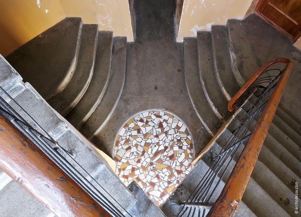 Вид на площадку первого этажа