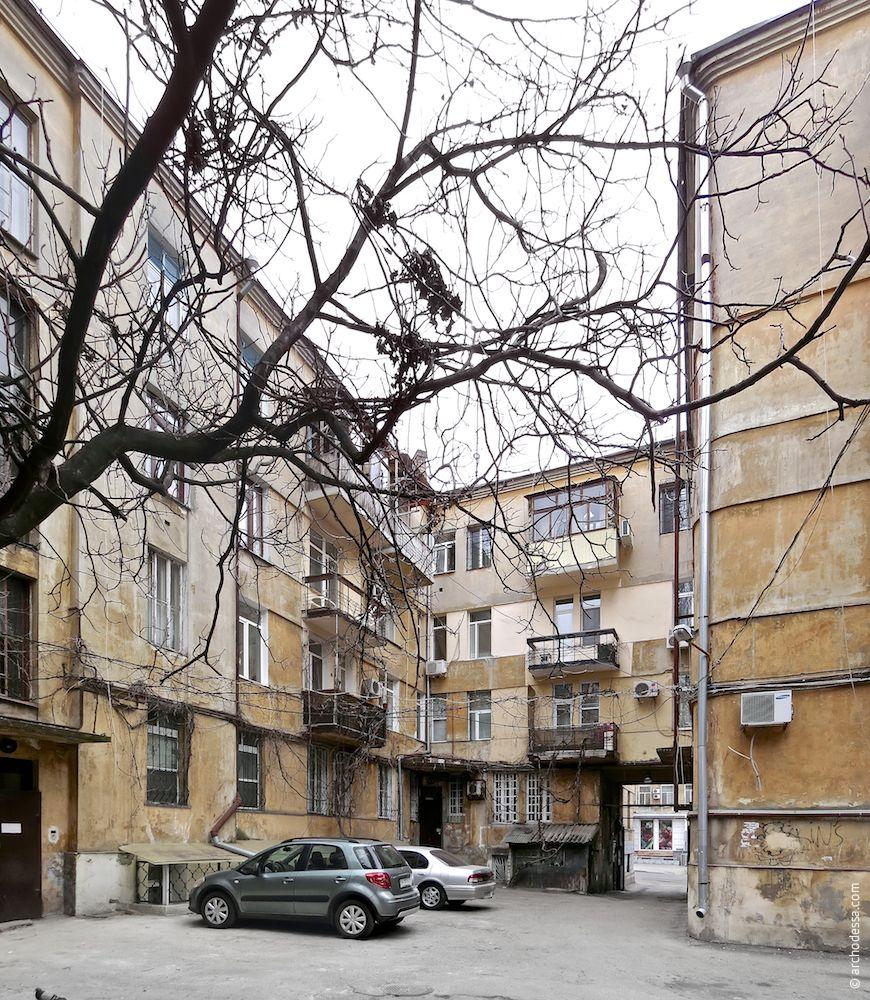Участок дворовых фасадов на стыке крыльев