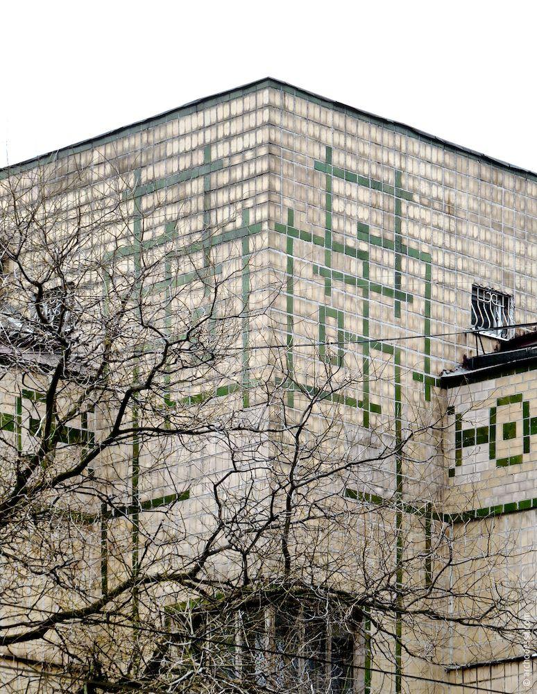 Узоры в верхней части угловой башни