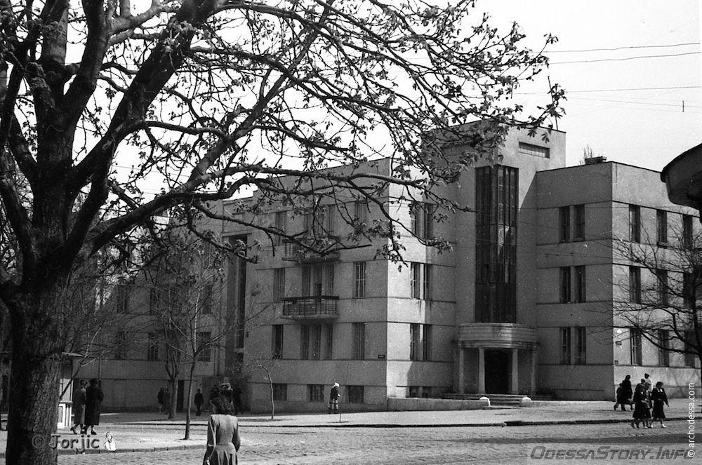 Фото 1950-х годов (до облицовки здания плиткой)