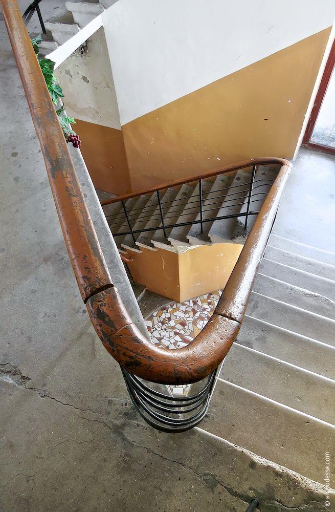 Лестничная клетка, вид сверху вниз