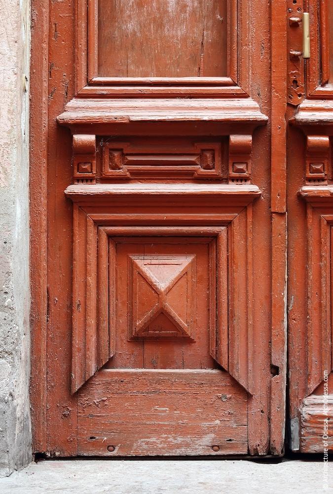 Двері під'їзду дворового крила, нижня частина стулки