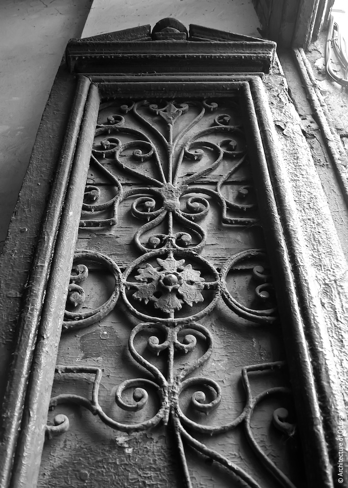 Фрагмент стулки автентичних дверей