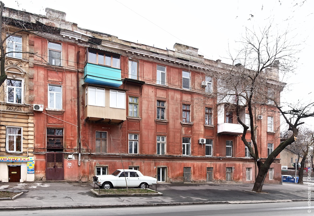 Загальний вигляд фасаду з боку Ольгіївської
