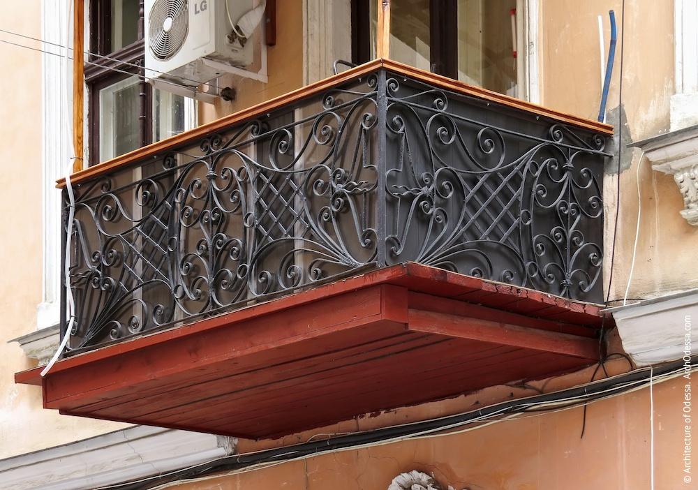 Аутентичное ограждение одного из балконов