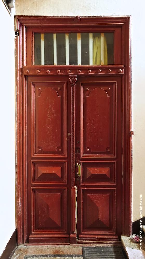 Аутентичная квартирная дверь (левосторонний подъезд)