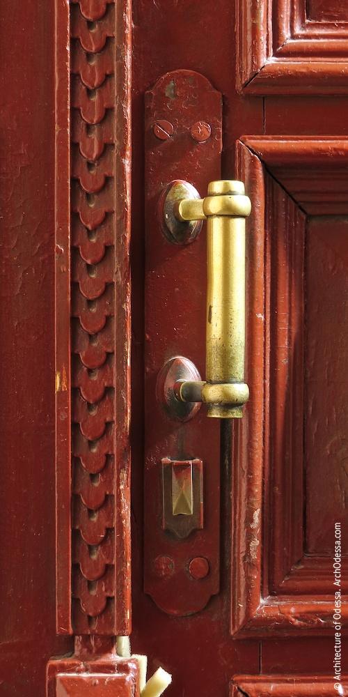 Аутентичная квартирная дверь, ручка (левосторонний подъезд)