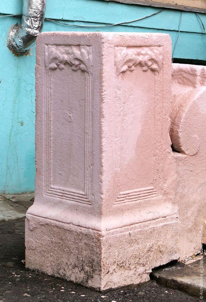 Лестница после ремонта и перекраски, фрагмент