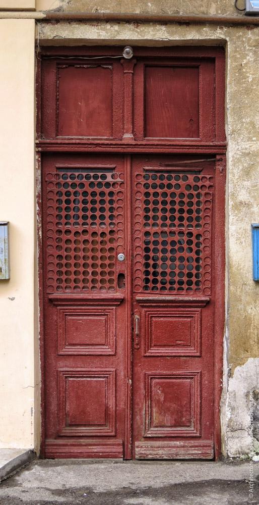 Правосторонний объем, одна из внешних дверей