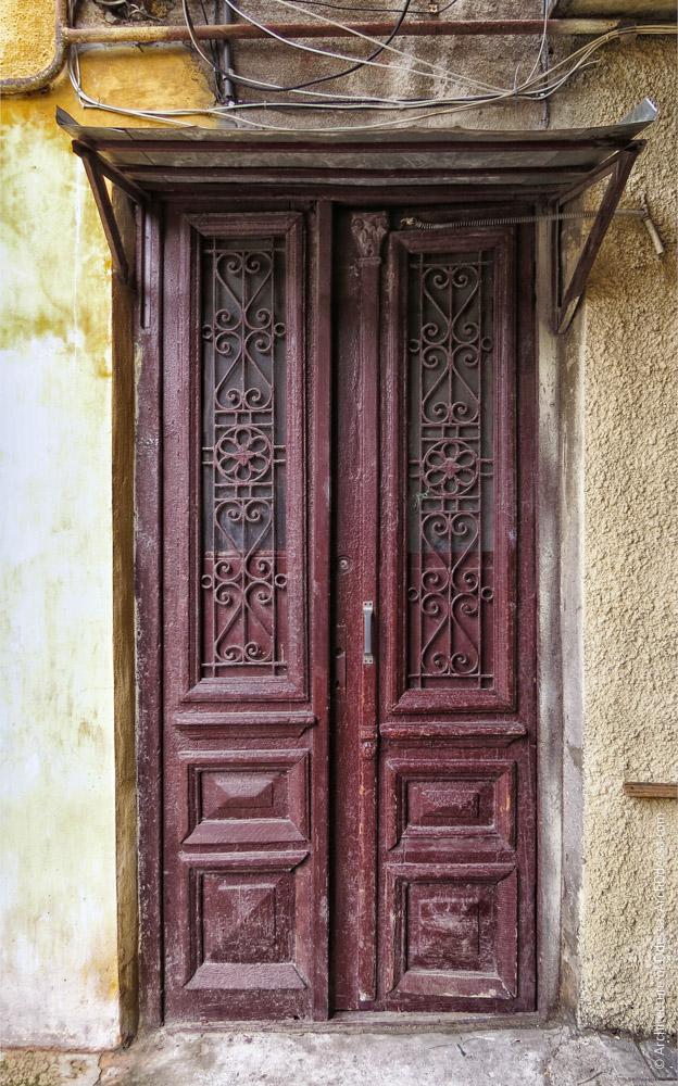 Дверь тыльного флигеля
