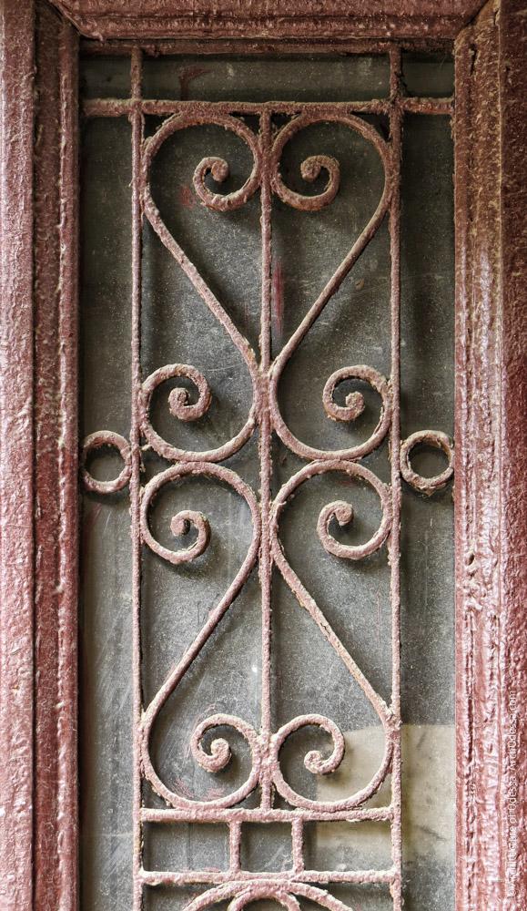 Дверь тыльного флигеля, решетка створки