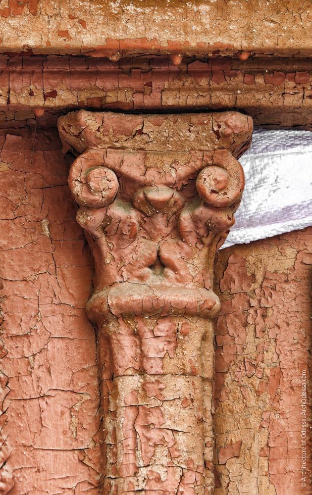 Дверь входа в лицевое крыло (левосторонний объем), деталь