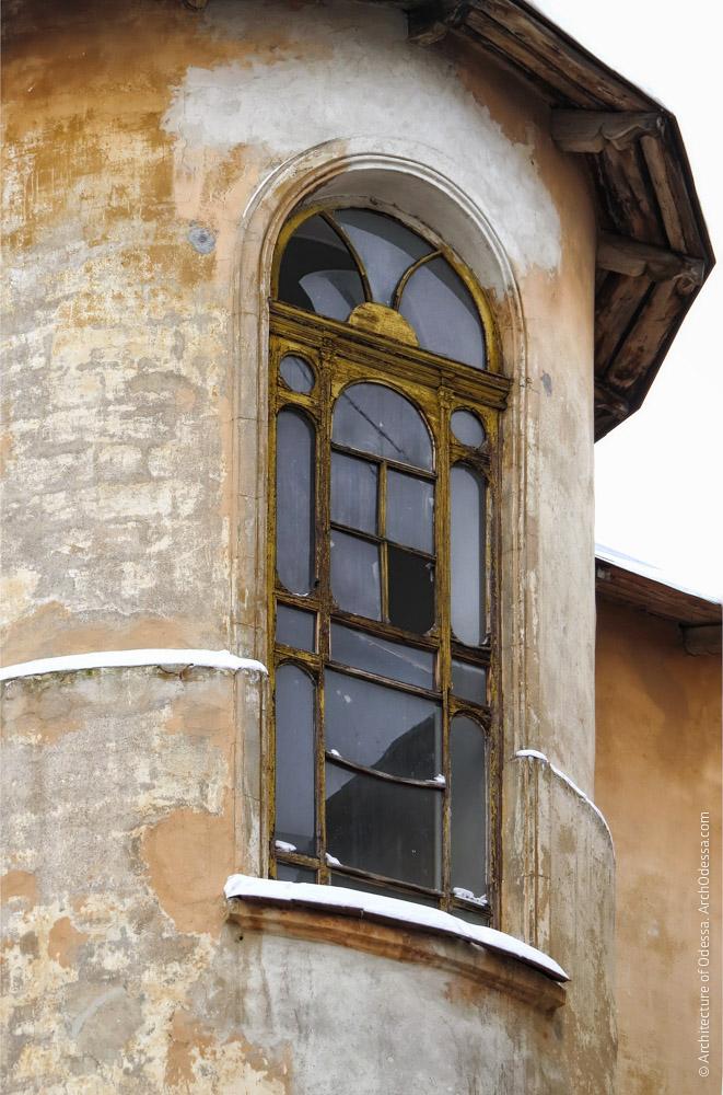 Световое окно в ризалите