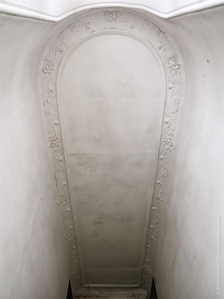 Потолок над лестничной клеткой, общий вид