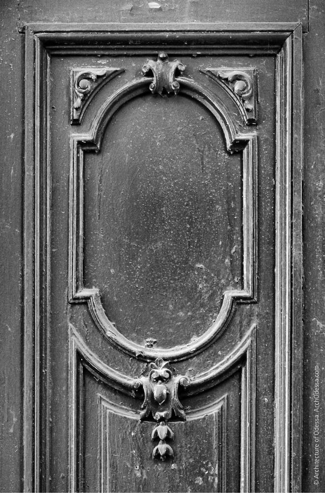 Квартирная дверь, деталь