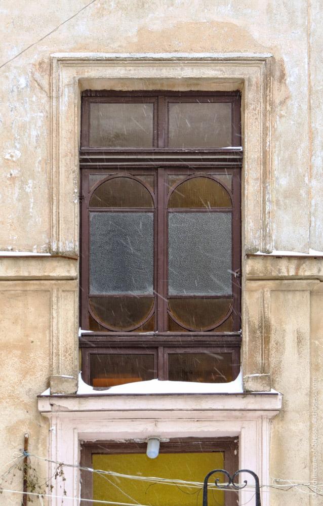 Світлове вікно під'їзду тильної частини дворового крила