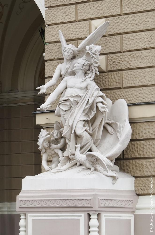 Правосторонняя скульптурная группа
