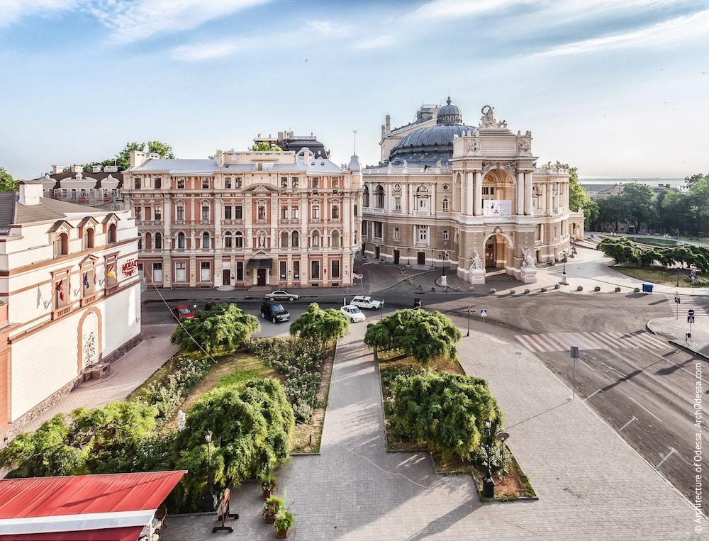 Вид театра и площади с крыши банка Ашкенази. Фото: Константин Тимошенко