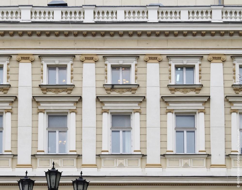 Фрагмент фасадной плоскости верхних этажей