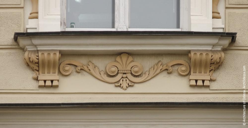 Подоконная деталь четвертого этажа
