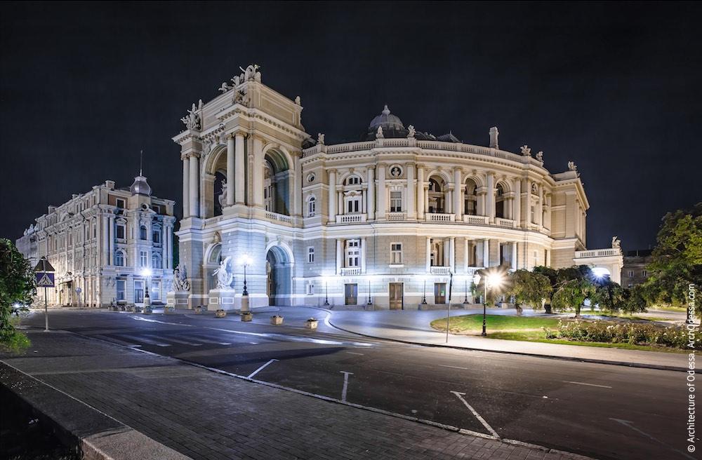 Общий вид ночью. Фото: Константин Тимошенко