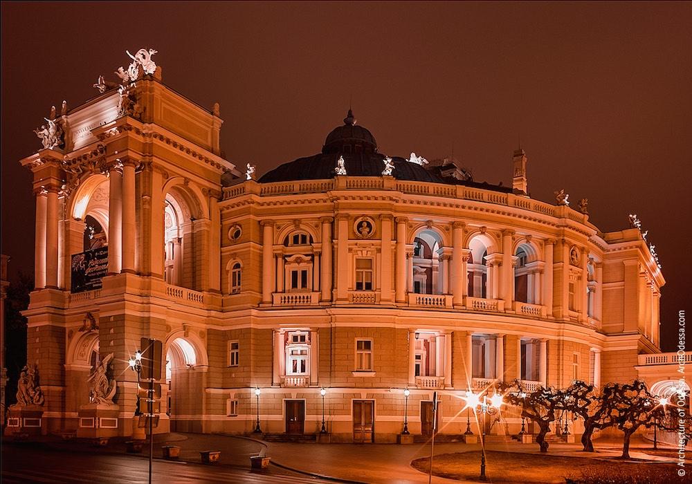 Общий вид ночью. Фото: Вадим Одессит
