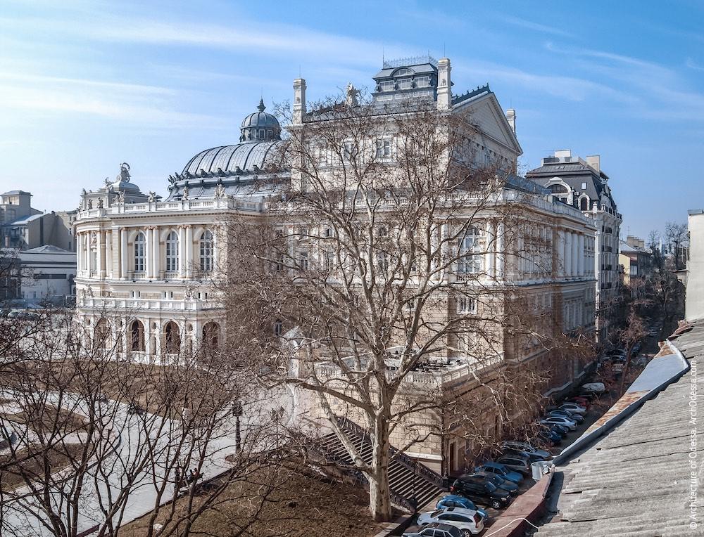 Общий вид с крыши дома в переулке Чайковского, 6