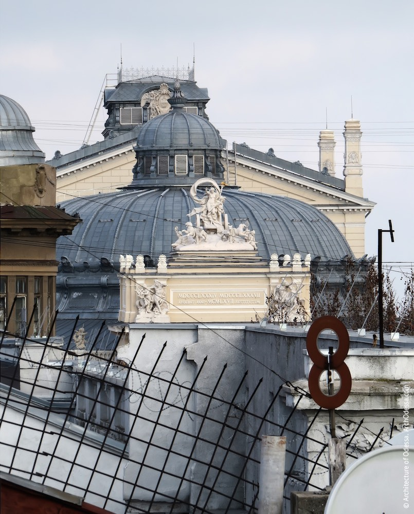 Венчающая часть центрального портала, купол, сценическая коробка (вид с крыши дома по Греческой, 26-28)