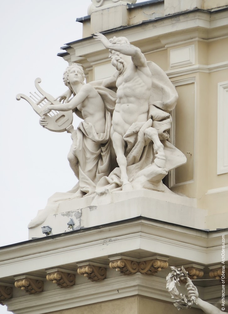 Левосторонняя скульптурная группа - Орфей