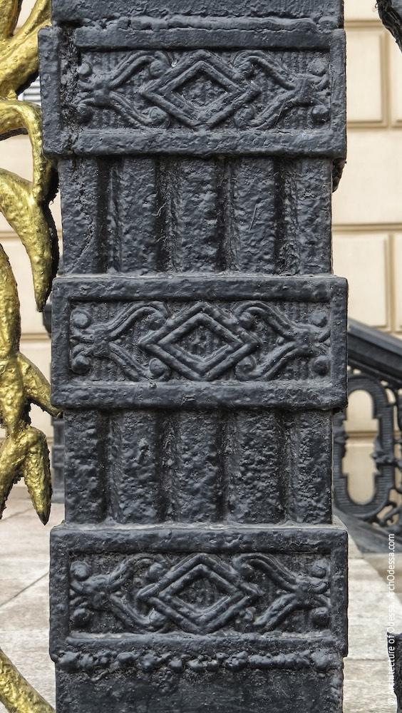 Декоративная орнаментация верхней стойки