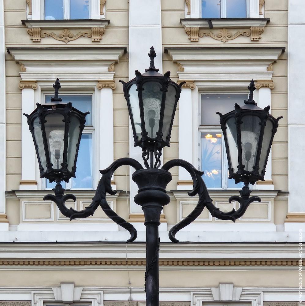 Верхняя часть одного из фонарей