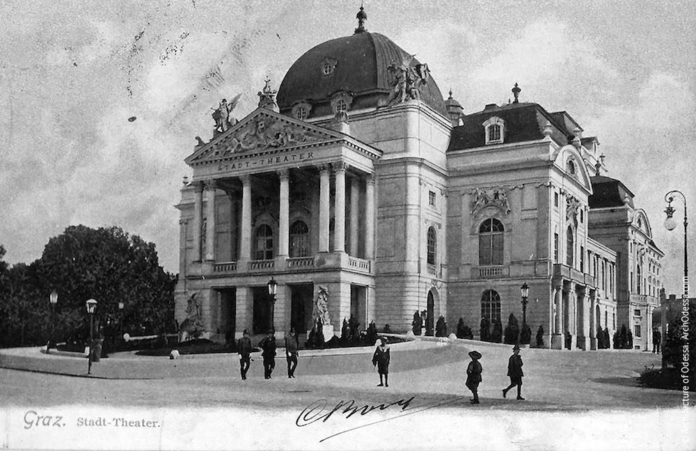 Городской театр, Грац, Австрия (1899). Колоннада портика утрачена во Второй Мировой войне, фасад частично перестроен в последующие времена.