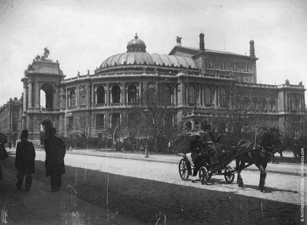 Вид театра со стороны Ланжероновской, фотография конца 1890-х г.г.