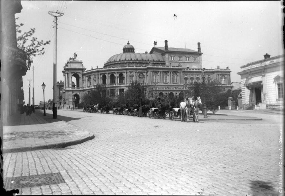 Вид театра со стороны Ланжероновской, фотография 1897 г.