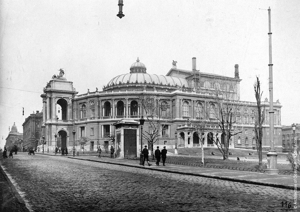 Вид театра со стороны Ланжероновской, фотография середины 1910-х г.г.